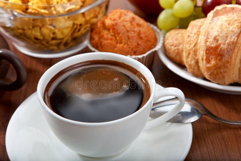 Pequeno almoço com café imagens de stock royalty free