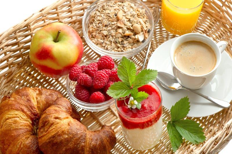 Pequeno almoço com café, croissants, sumo de laranja fotografia de stock