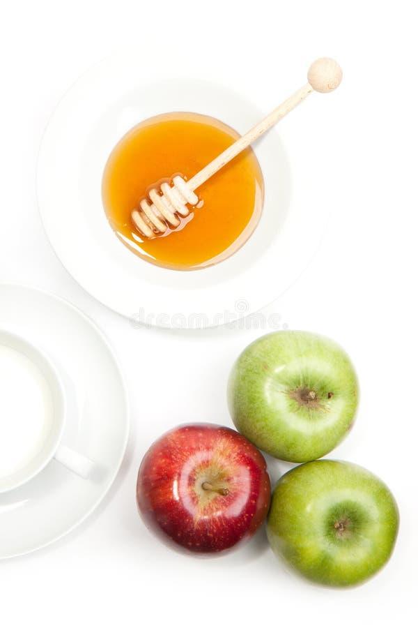 Pequeno almoço com leite, mel e maçãs imagem de stock royalty free