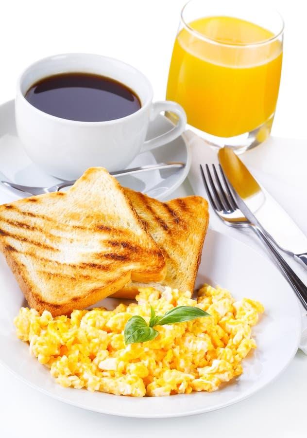 Pequeno almoço com ovos scrambled imagem de stock