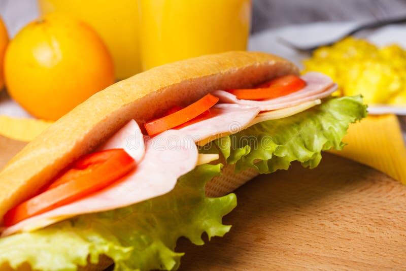 Pequeno almoço com um sanduíche foto de stock royalty free