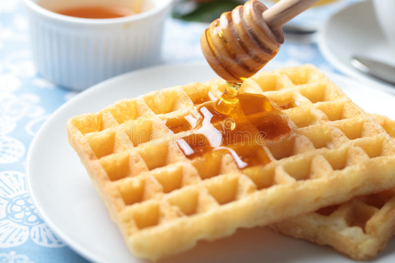 Pequeno almoço com waffles fotografia de stock royalty free