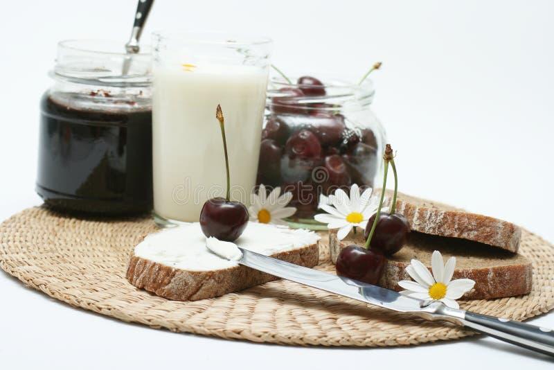 Pequeno almoço da cereja imagem de stock royalty free