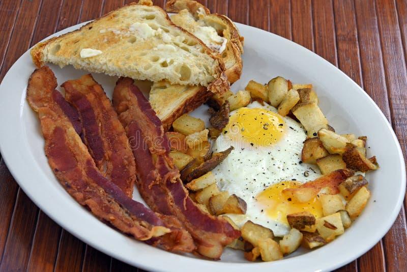 Pequeno almoço do bacon e do ovo imagens de stock