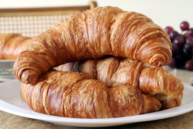 Pequeno almoço do Croissant foto de stock