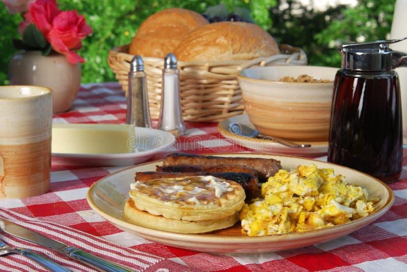 Pequeno almoço do Waffle fotos de stock royalty free