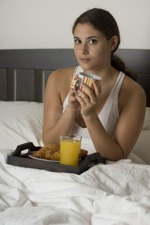 Pequeno almoço na cama 2 fotos de stock