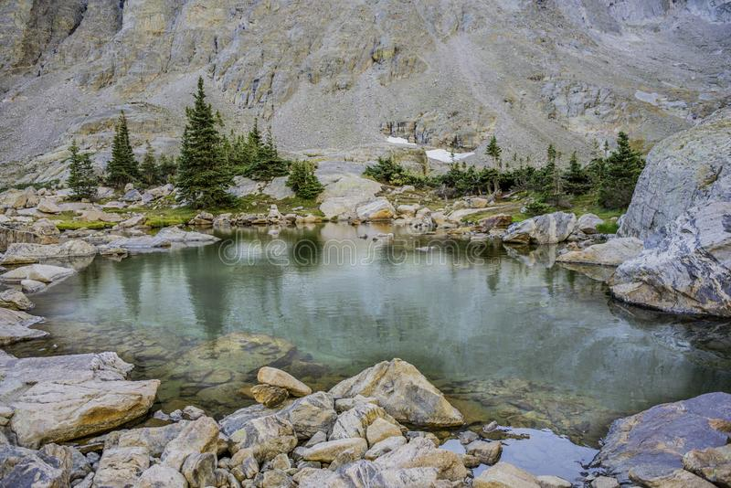Pequeno Pond Alpino imagens de stock royalty free