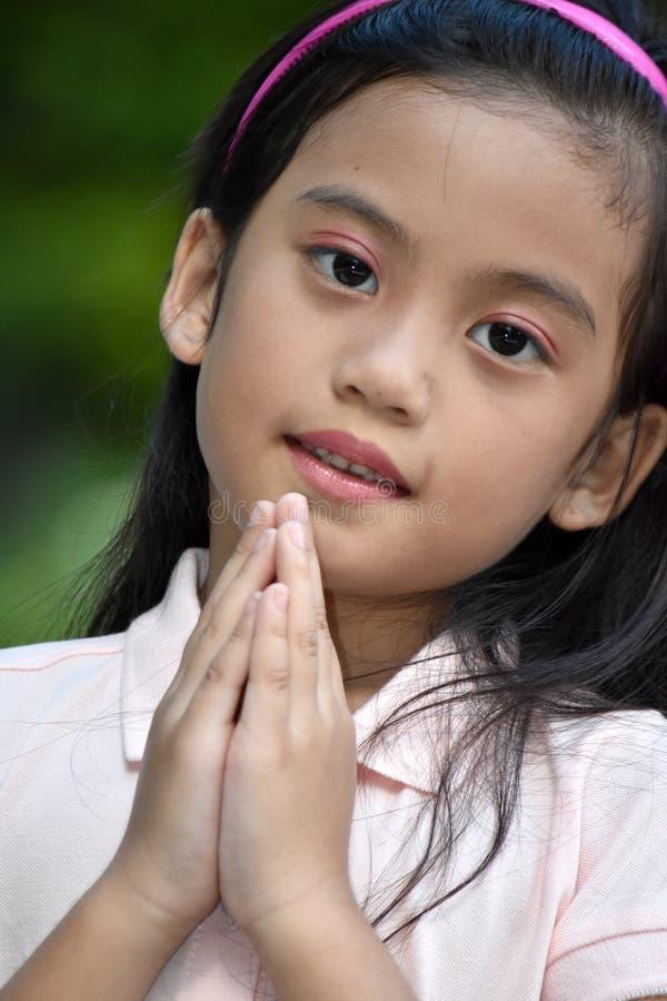 Pequeno rezar da juventude foto de stock royalty free
