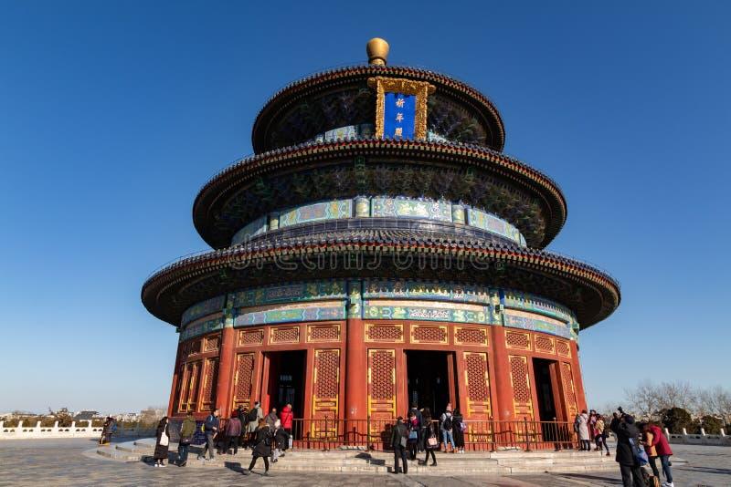 PEQUIM, CHINA - 19 DE DEZEMBRO DE 2017: Templo do Céu do Pequim no dia com céu azul foto de stock
