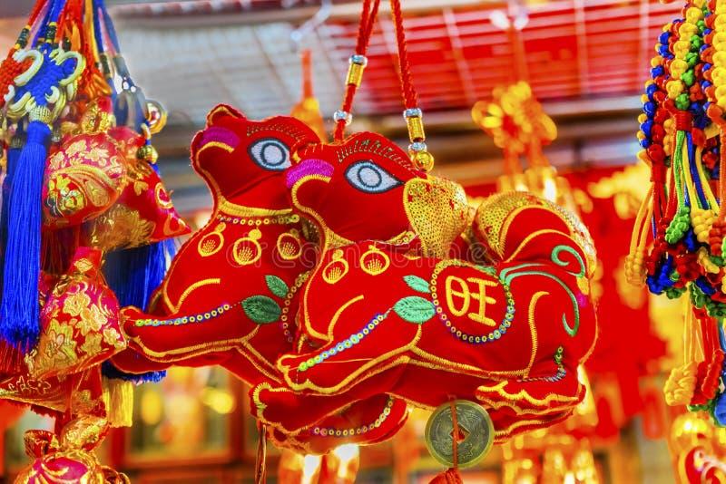 Pequim lunar chinês China das decorações do ano novo dos cães antigos vermelhos foto de stock
