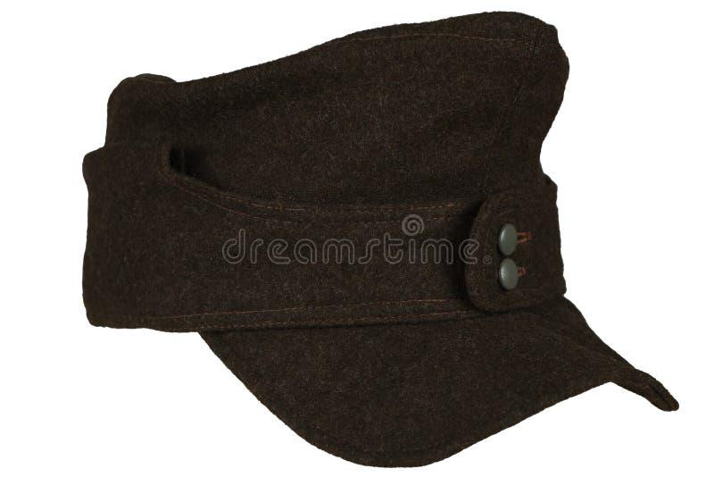 Período gris de la Segunda Guerra Mundial del quepis de la infantería del ejército alemán aislado en un fondo blanco imagenes de archivo