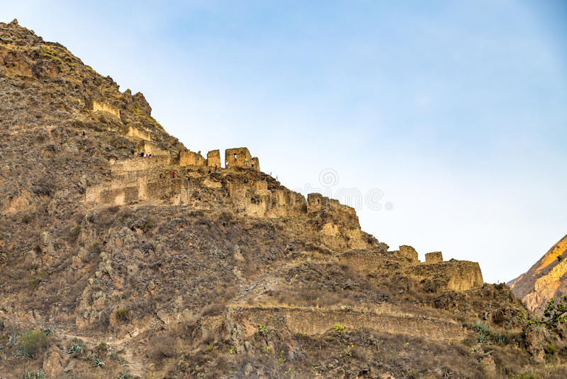Perú, Ollantaytambo, ruinas del inca de Pinkulluna en el valle sagrado imagenes de archivo