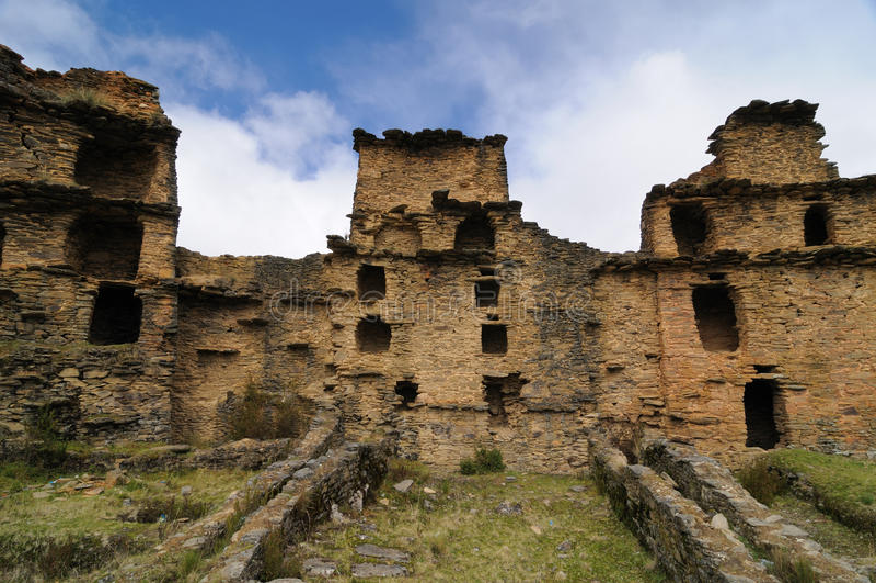 Perú, ruinas precolombinas de Piruro acerca a Tantamayo fotografía de archivo