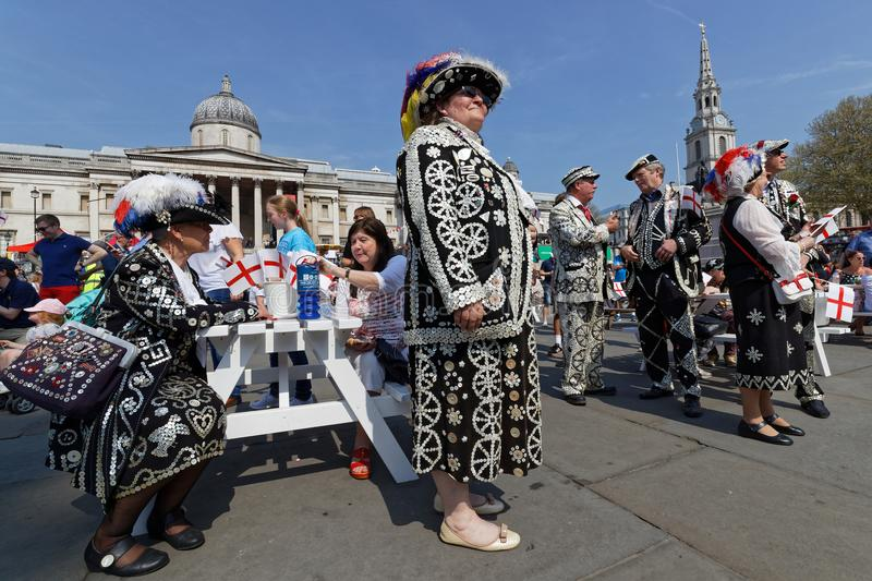 Perłowi królewiątka i queens przy ucztą St George w Trafalgar kwadracie fotografia stock