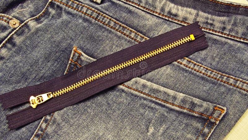 per alterare i jeans fotografia stock