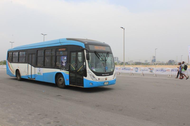 Per bus vervoerend in Eko Atlantic City, Lagos Nigeria royalty-vrije stock fotografie