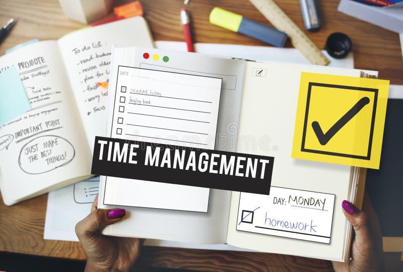 Per fare il ricordo della gestione di tempo della lista dia la priorità al concetto immagini stock libere da diritti