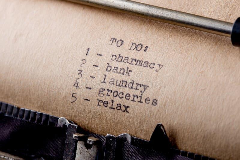 per fare - messaggio di testo sul primo piano della macchina da scrivere immagine stock libera da diritti