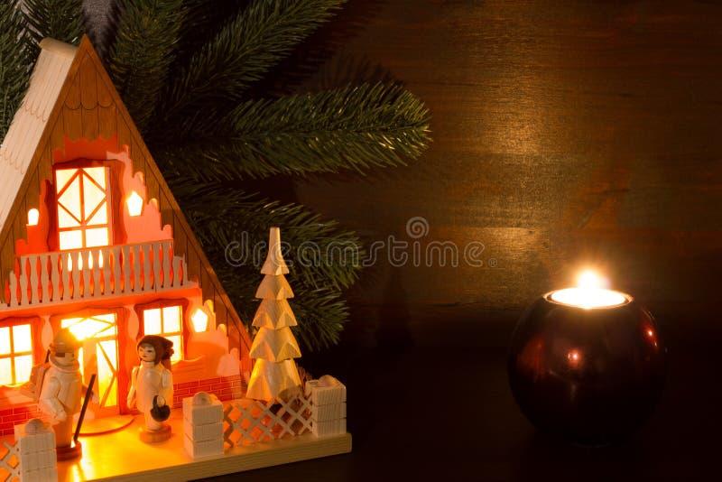 Per la casa di luci di natale nel lume di candela immagine stock immagine di background - Luci di emergenza casa ...
