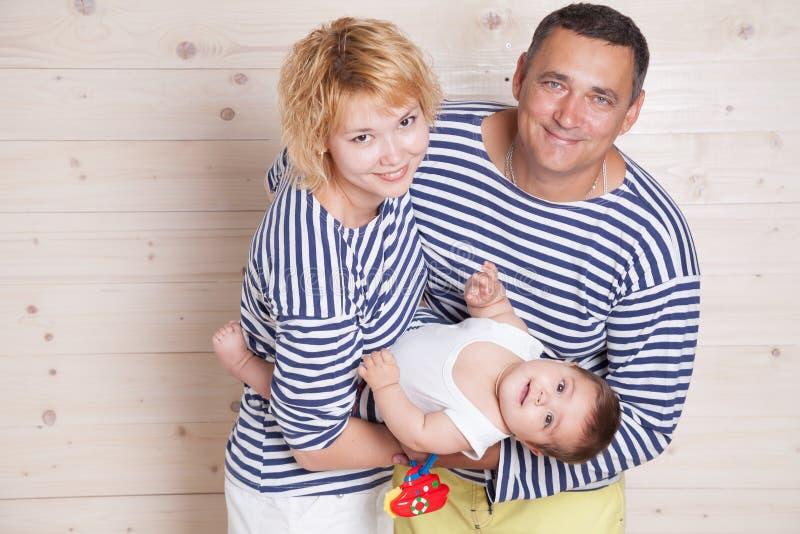 Per quanto genitori con il piccolo bambino fotografia stock