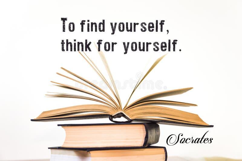 Per trovarsi, pensi per voi stesso socrates Libro aperto su un fondo leggero immagine stock libera da diritti
