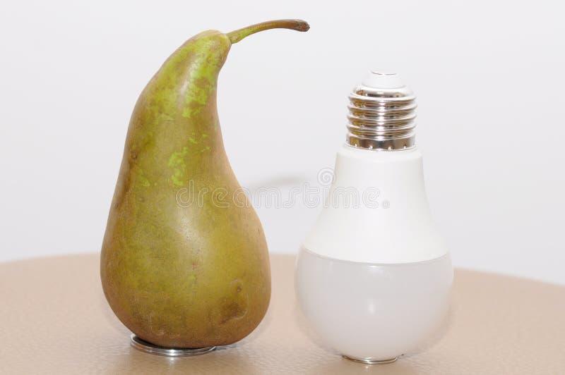 Pera e lampadina immagine stock libera da diritti