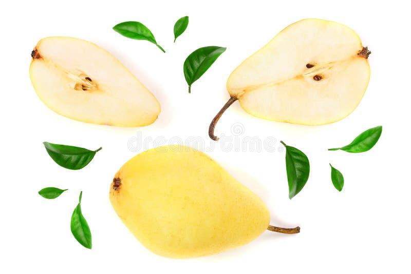 A pera três amarela vermelha madura frutifica com a folha isolada no fundo branco Vista superior Teste padrão liso da configuraçã imagens de stock royalty free