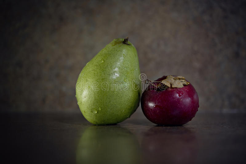 Pera y manzana fotografía de archivo