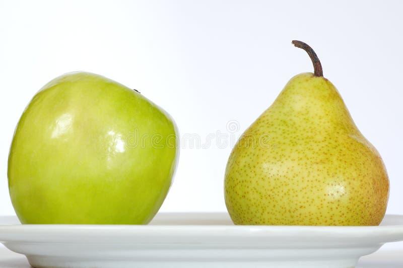 Pera y placa de Apple imagen de archivo libre de regalías