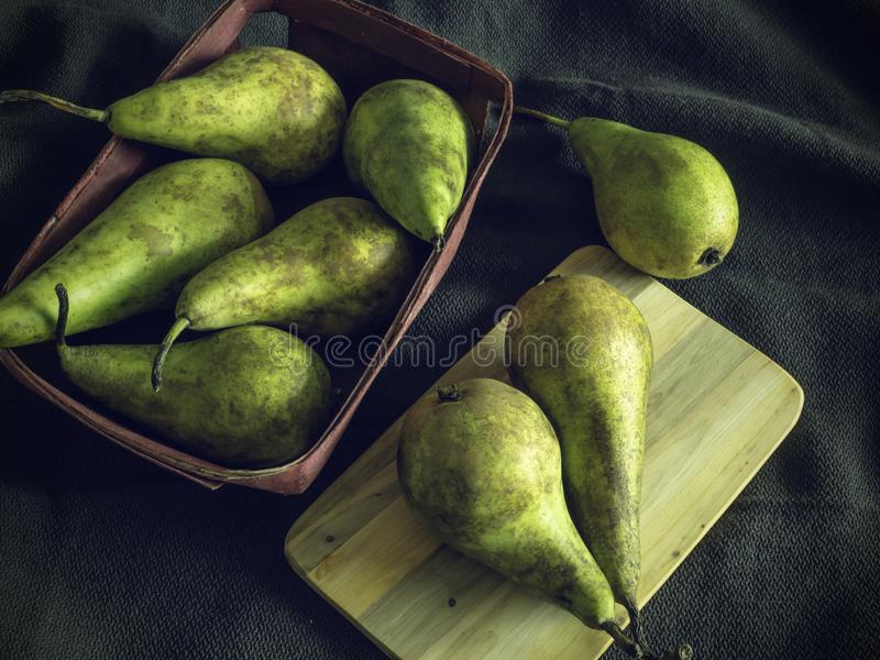 Peras verdes e amarelas, alimento temperamental fotos de stock