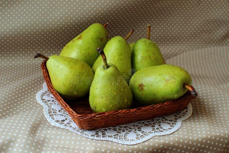Peras verdes maduras foto de archivo libre de regalías