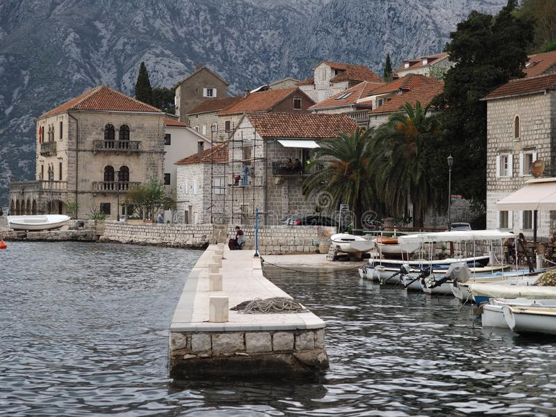 Perast是科托尔湾的一个老镇在黑山 它位于在科托尔西北部的一些公里 库存照片