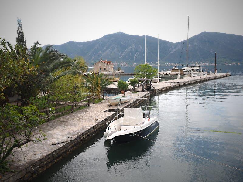 Perast старый городок на заливе Kotor в Черногории Оно расположено немного километров к северо-западу от Kotor стоковая фотография rf