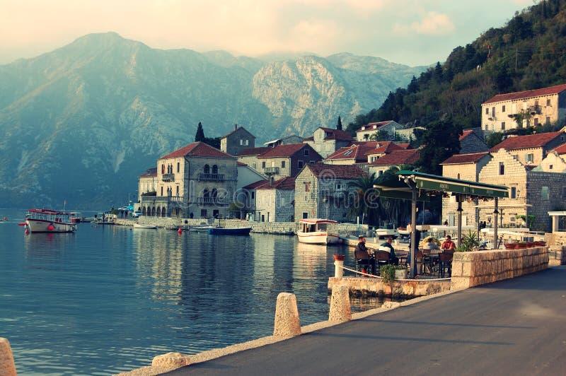 Perast Stadt montenegro Stadt, Wasser lizenzfreie stockbilder