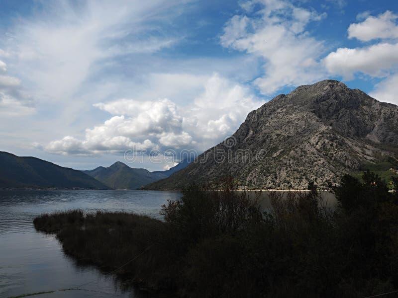 Perast ? uma cidade velha na ba?a de Kotor em Montenegro Est? noroeste situado de alguns quil?metros de Kotor foto de stock