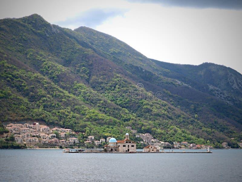 Perast ? una vecchia citt? sulla baia di Cattaro nel Montenegro ? nord-ovest situato di alcuni chilometri di Kotor fotografia stock