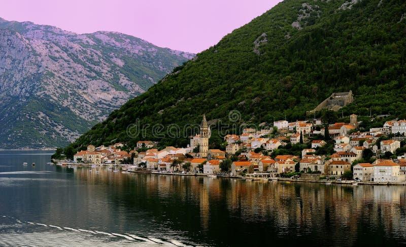 Perastdorp in Kotor-Baai stock afbeeldingen