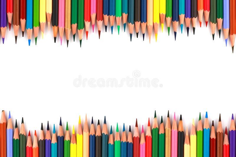 Perca acima dos lápis da cor do grupo ou desenhe o grupo isolado no fundo branco imagens de stock