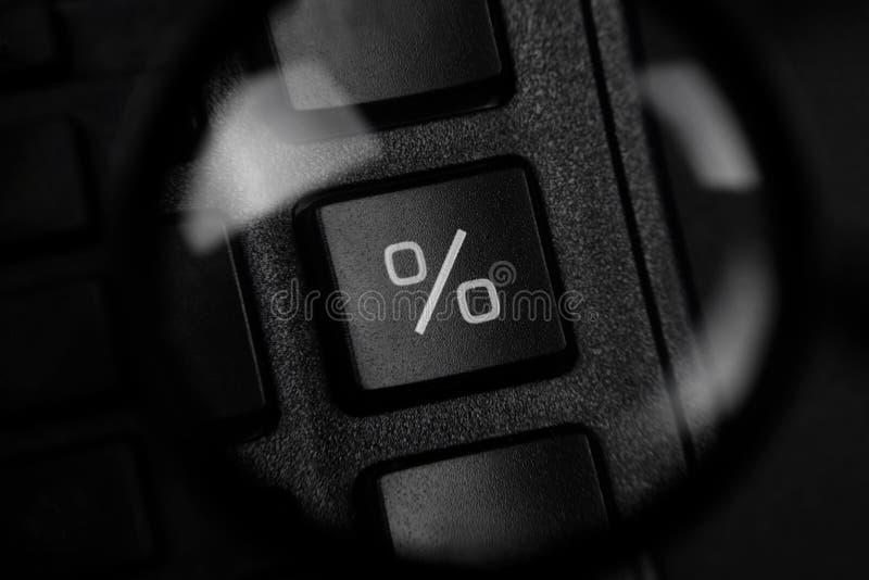 Percentageteken door meer magnifier royalty-vrije stock afbeeldingen