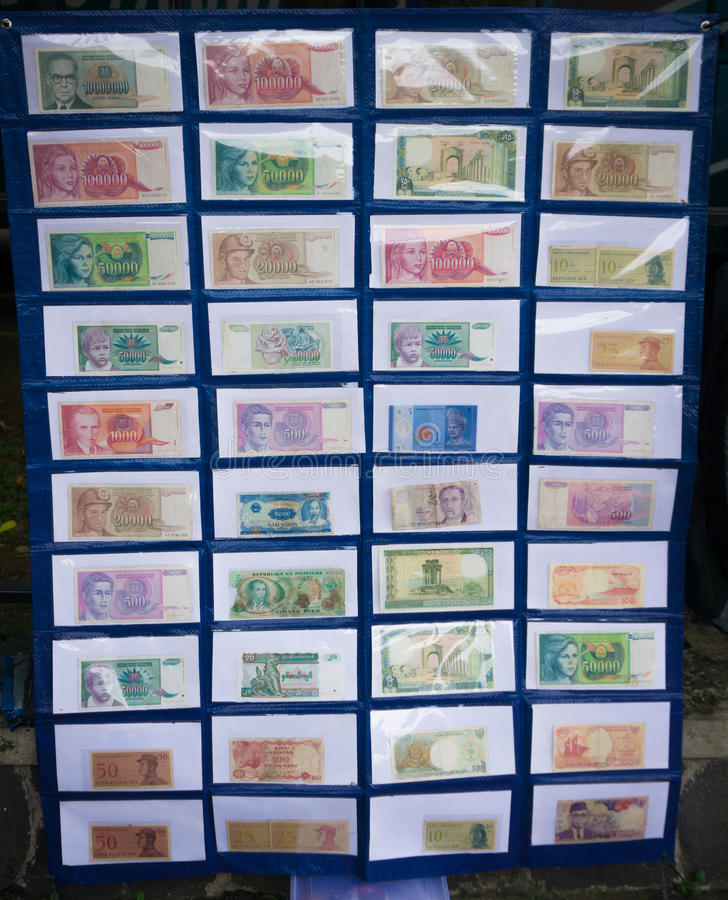 Perception de monnaie fiduciaire du ` s de l'Indonésie montrée dans un musée Bogor rentré par photo Indonésie photos libres de droits