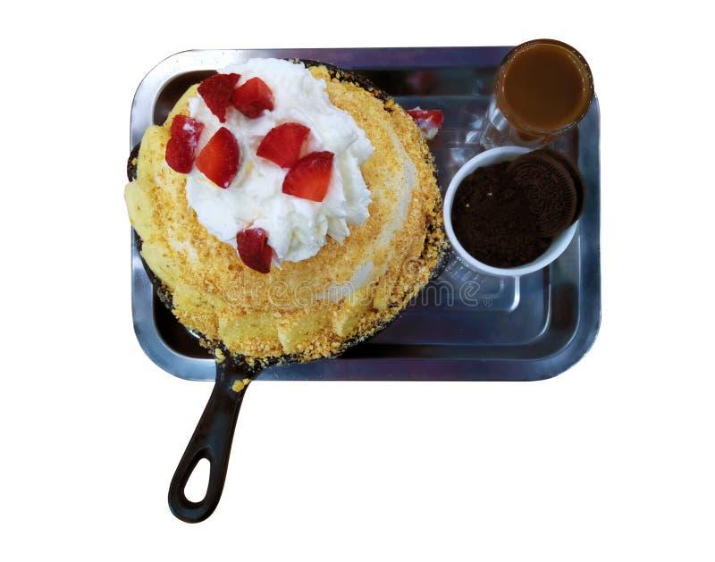 Percorsi di ritaglio, fine sul gelato di vista superiore, vaniglia della frusta e fragola crema immagini stock libere da diritti