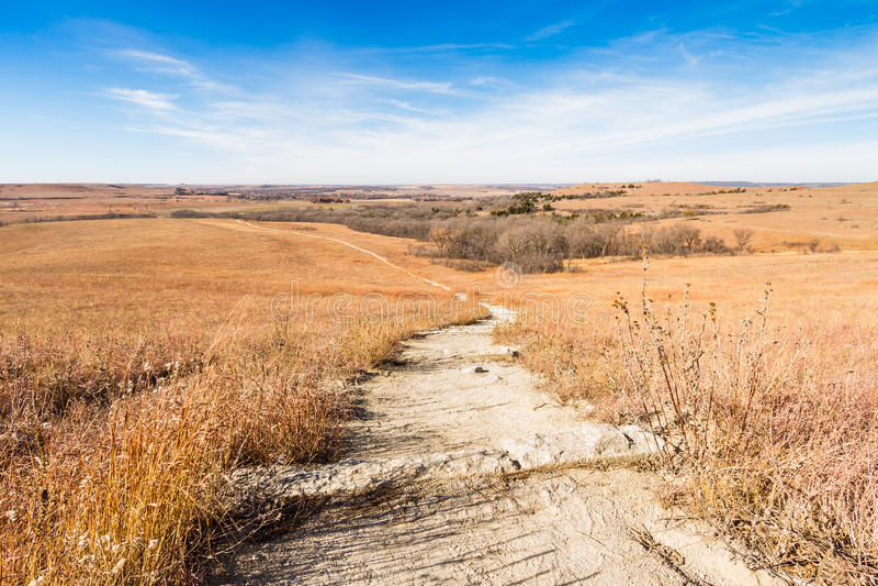 Percorso attraverso Flint Hills Prairie fotografie stock libere da diritti