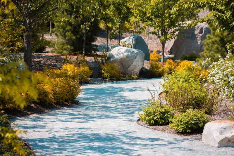 Percorso attraverso i giardini a Frederik Meijer Gardens a Grand Rapids Michigan fotografia stock libera da diritti