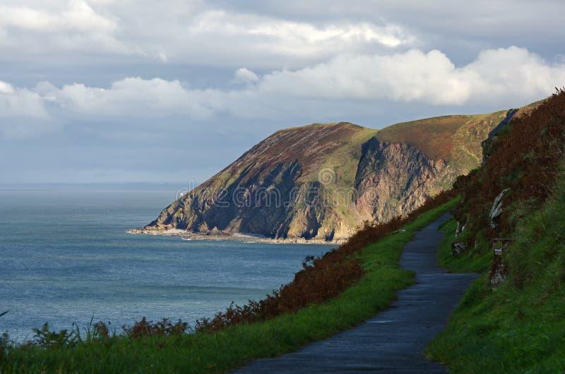 Percorso Cliff Edge nei pressi di Lynton, Devon, Inghilterra fotografia stock libera da diritti