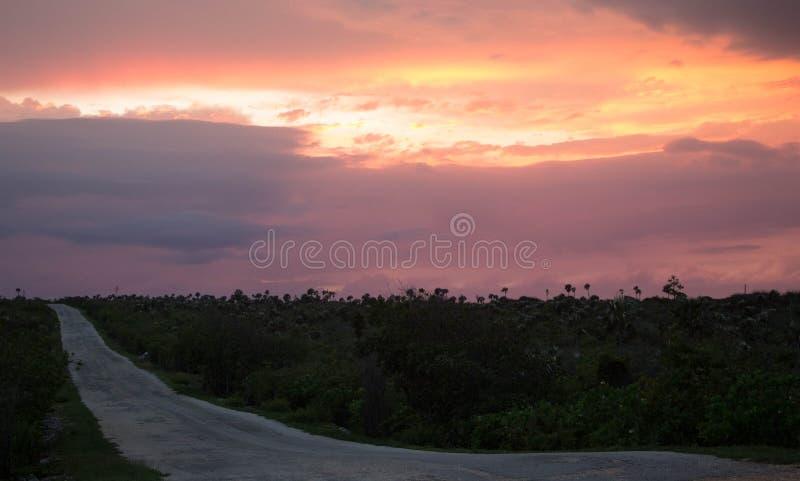 Percorso del faro di Brac del caimano al tramonto immagine stock