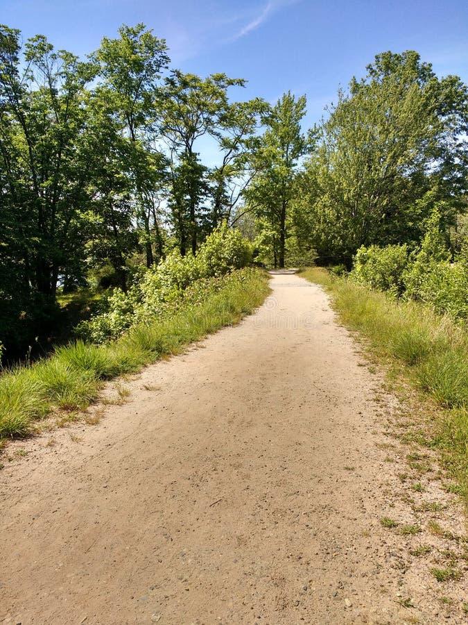 Percorso di camminata a Garret Mountain Reservation, parco del terreno boscoso (precedentemente Paterson ad ovest), New Jersey fotografia stock