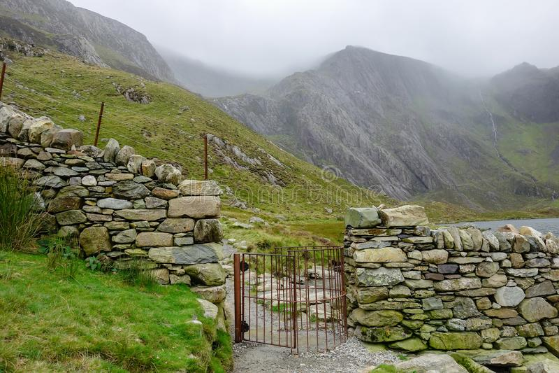 Percorso di camminata nel parco nazionale di Snowdonia, Galles fotografia stock libera da diritti