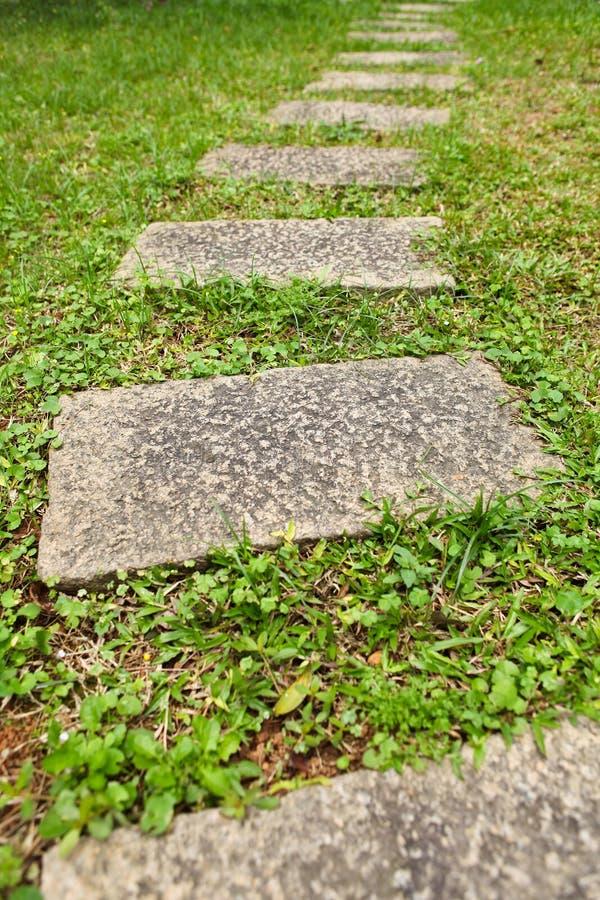 Percorso di pietra del giardino immagini stock libere da diritti