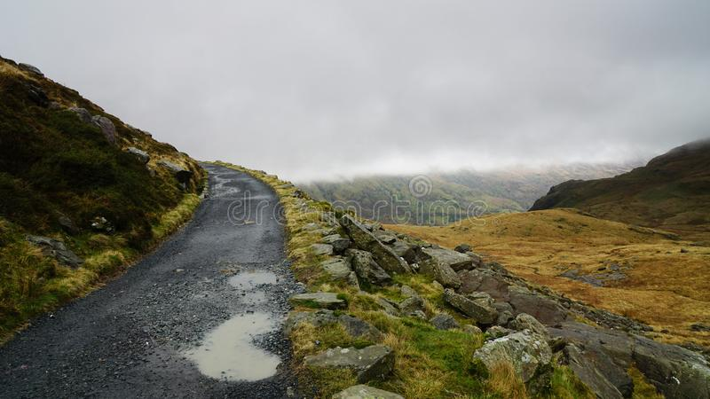 Percorso di pietra nel parco nazionale di Snowdonia, Galles, Regno Unito immagine stock